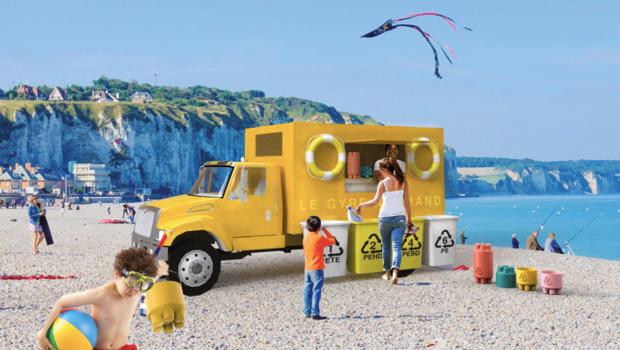 Mise en situation du camion Gyre Normand sur une plage