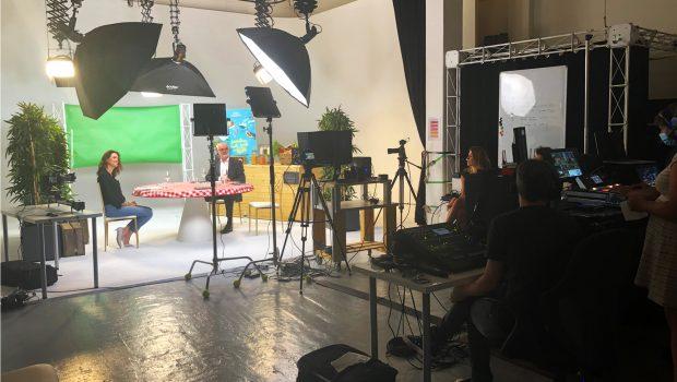 Photo dans les coulisses de la remise des prix du concours DZD 2020, enregistrée dans un studio pour une diffusion en live sur YouTube.